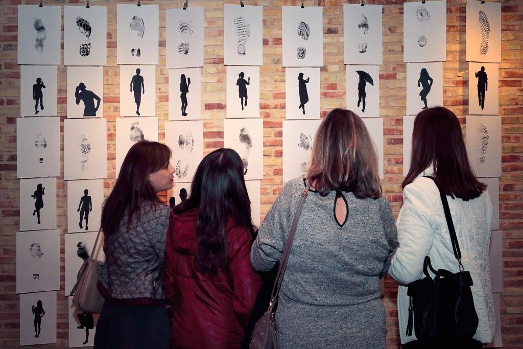 Exposición identidades minimalismos en Santo Ángel