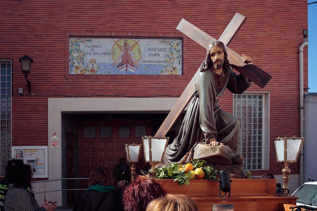 Bajada del Cristo de la Caida en Santo Ángel, entrada en la iglesia