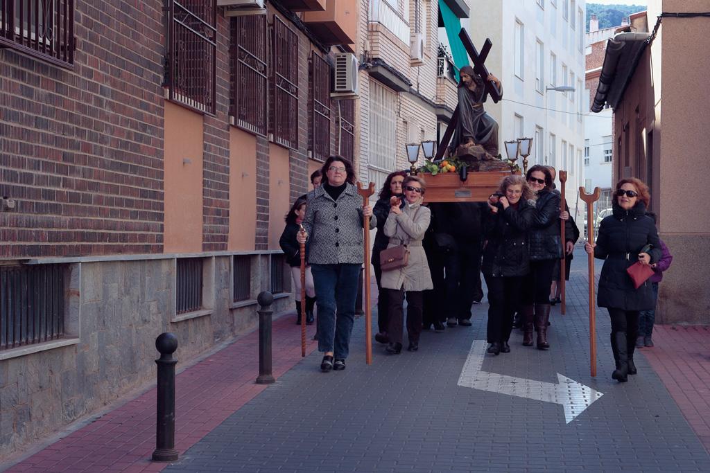 Bajada del Cristo de la Caída por la calle Don Quijote