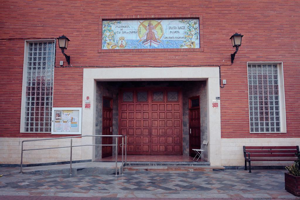 Entrada iglesia de Santo Ángel