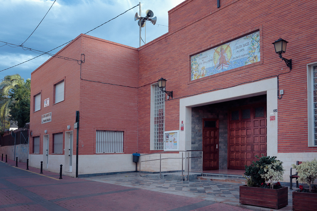 Entrada iglesia, casa parroquial de Caritas