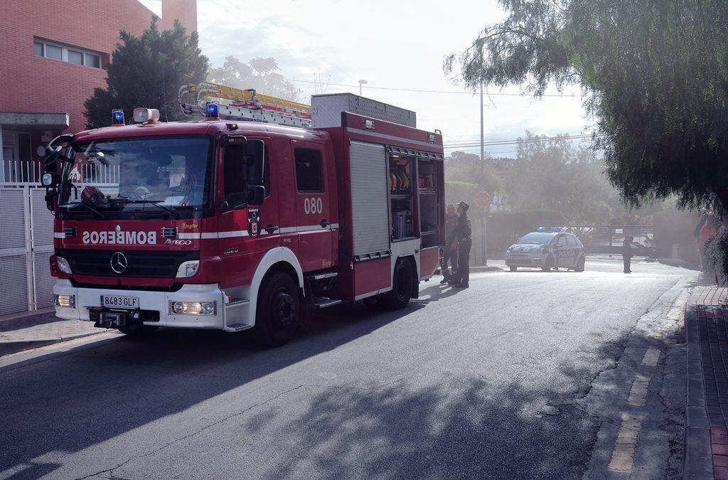 Bomberos y Policía Local atienden a un incidente en calle Rosario