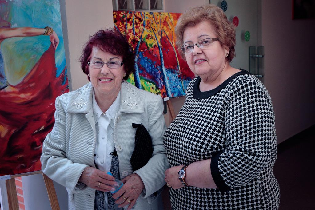 Lucia y Isabelita en el centro de la mujer