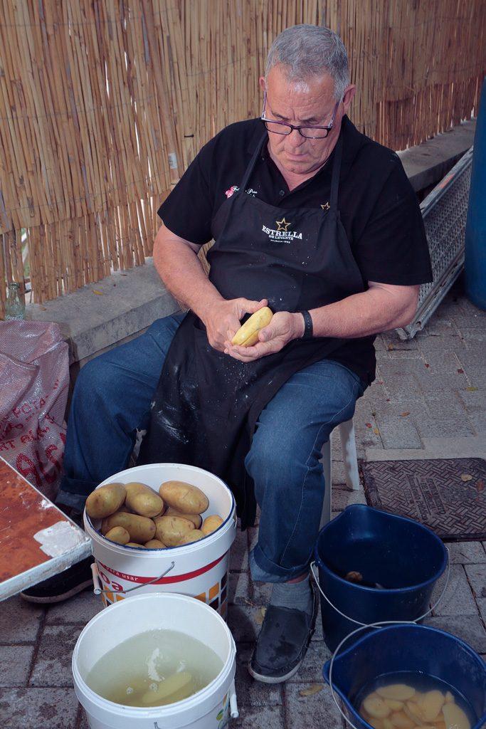 Pelando patatas Peña el Almirez