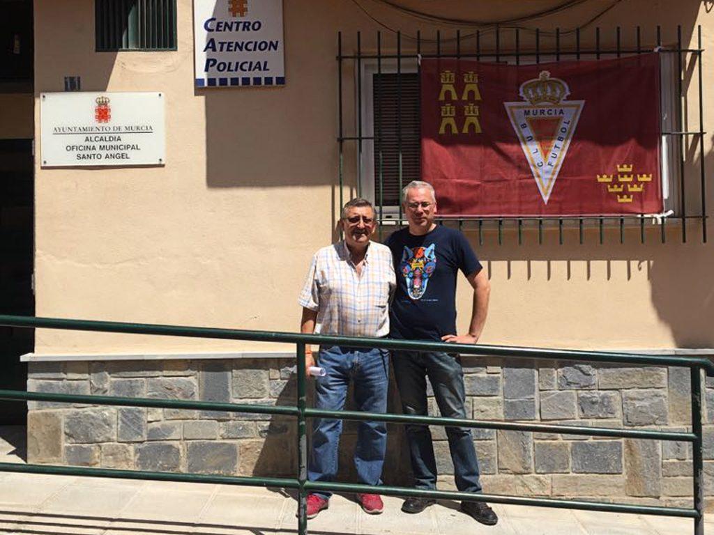 Alcaldía con la bandera del Murcia Fútbol Club