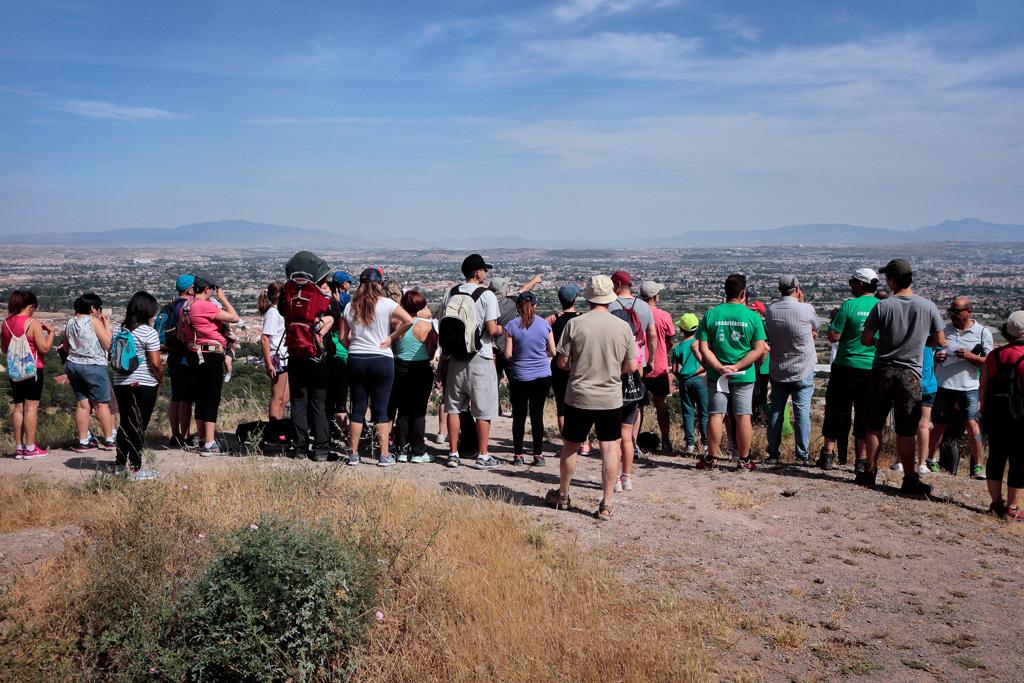 Participantes disfrutando de las vistas que ofrece el entorno.