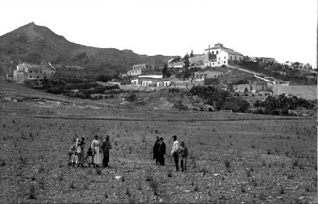 Al fondo el Convento de Santa Catalina del Monte