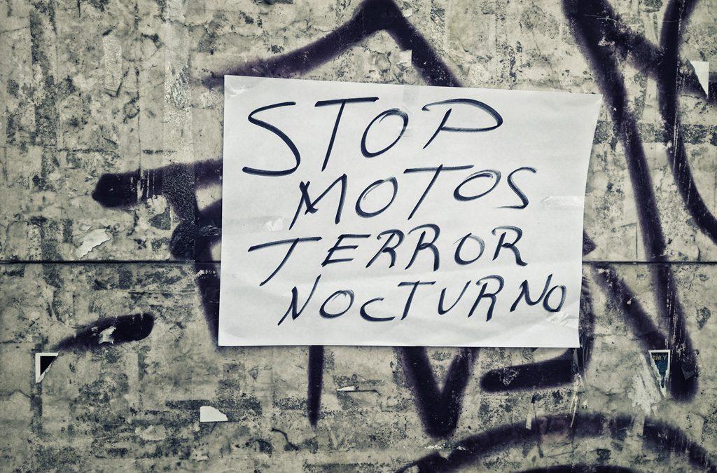 Una banda de jóvenes moteros deja sin dormir a los vecinos de Santo Ángel