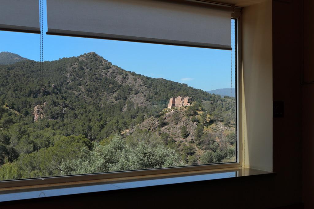 Desde el Centro de Visitantes, vista al castillo de «La Luz»