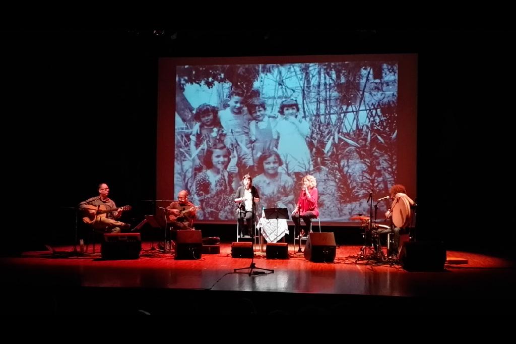 Mujeres de raíz en concierto