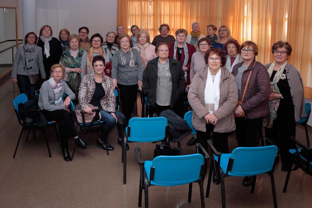 Asamblea en el centro de la mujer