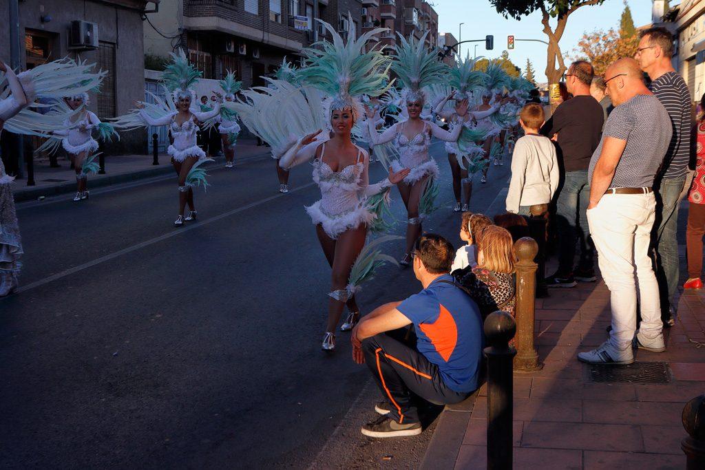 Carnaval 2019 vecinos viendo desfile
