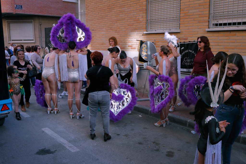 preparación carnaval en calle Enrique Tierno Calván