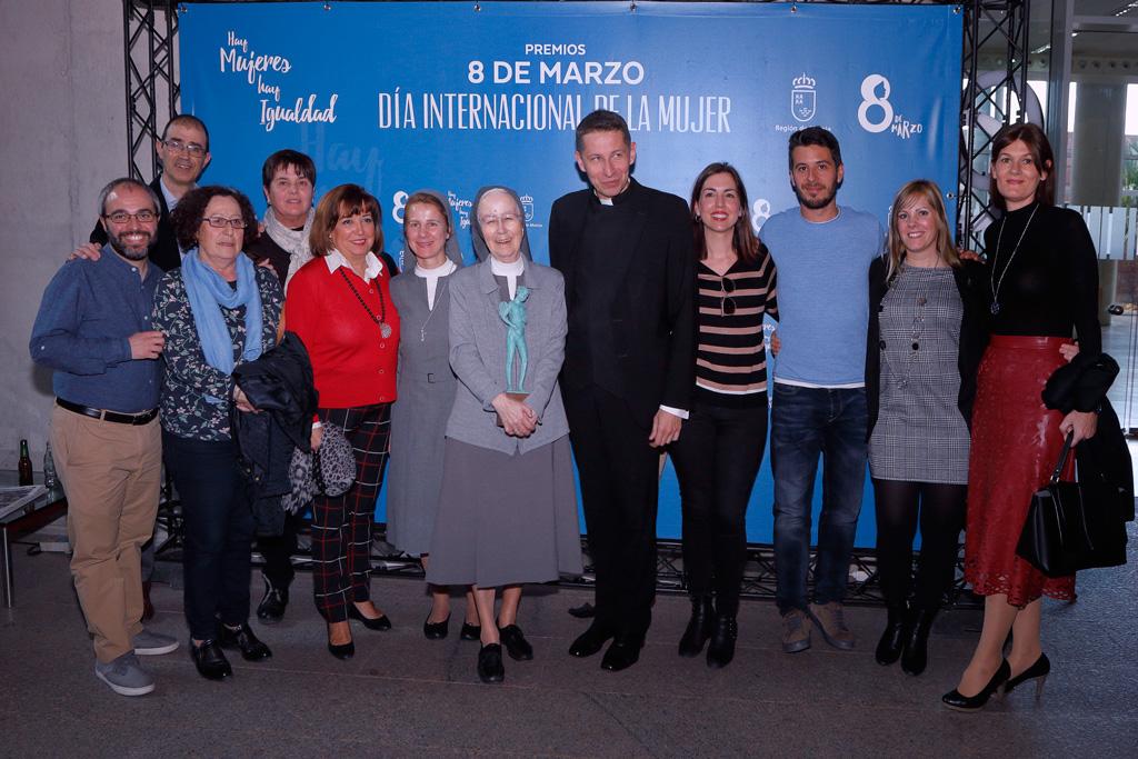 Alicia con los profesores de Villa Pilar y Pedro el cura