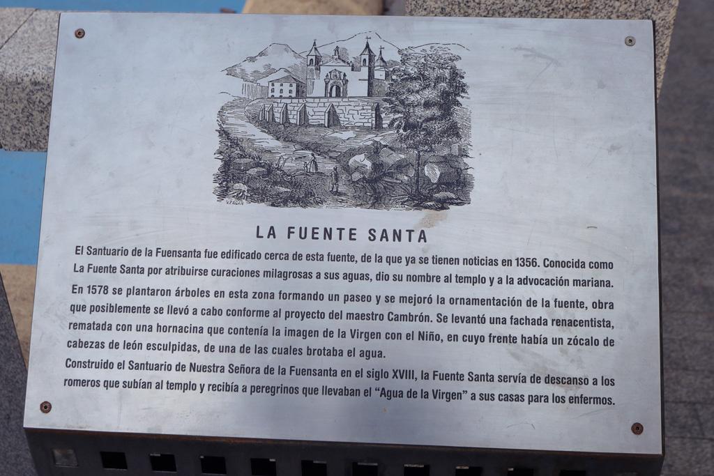 Placa de información en la Fuente Santa en Murcia