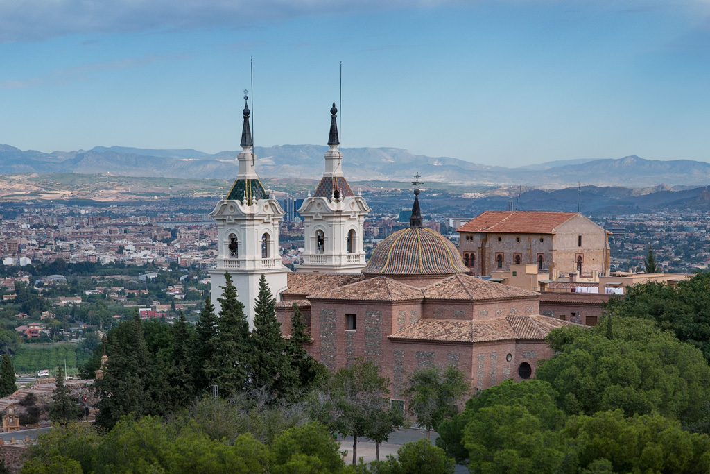 Santuario de la Fuensanta con vista a Murcia