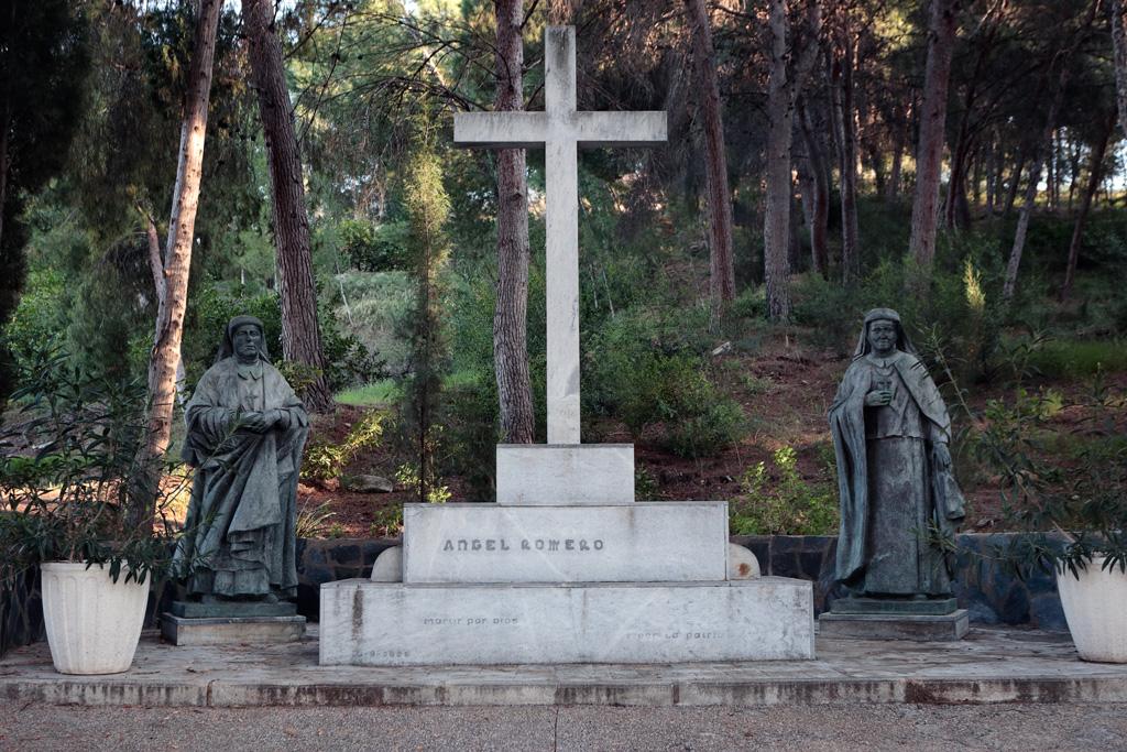 Monumento a Ángel Romero Elorriaga en Villa Pilar