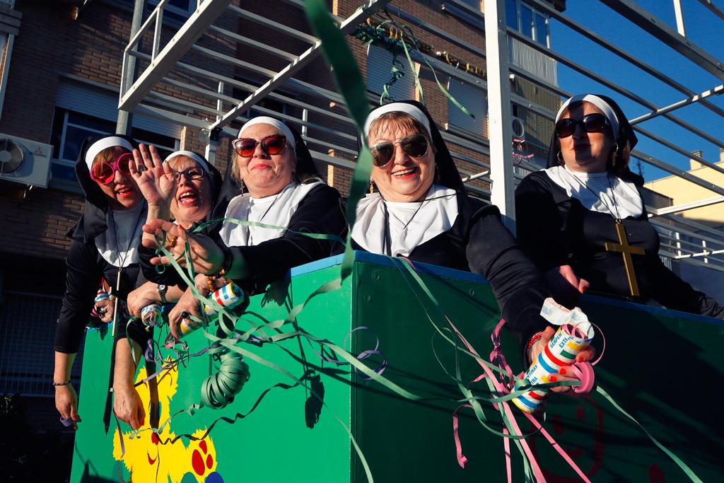 Carroza en el desfile de Carnaval de Santo Ángel