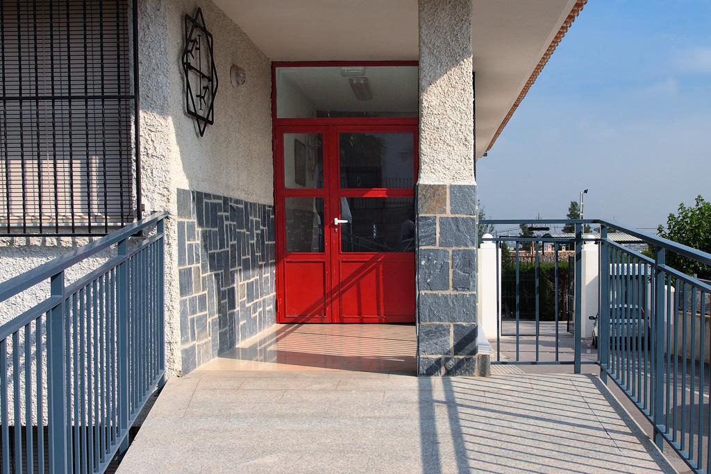 Entrada a algunas de las aulas en el colegio Villa Pilar