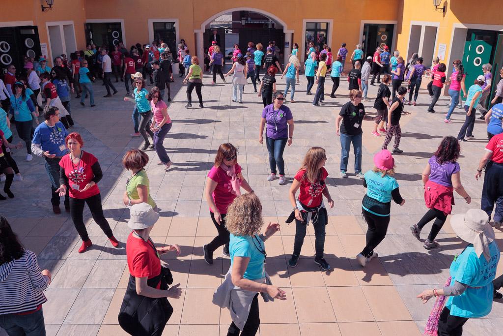 Danzas del mundo en la plaza de Centro Cultural