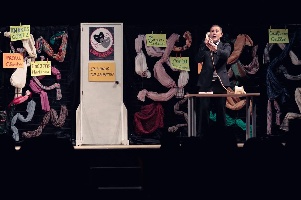 Grupo de teatro Lamediasala con su monologos