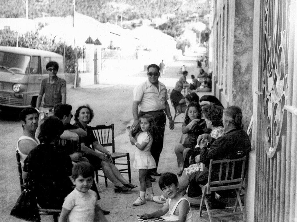 Vecinos en la calle Cuartel en junio 1972