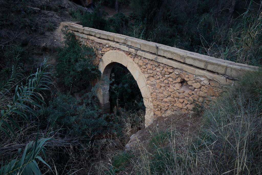 Acueducto en el parque en Murcia