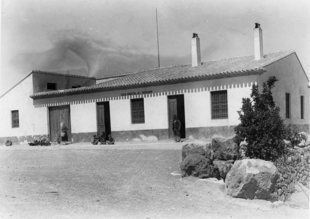 Vista de la casa forestal de El Sequén en el paraje de El Valle en 1937