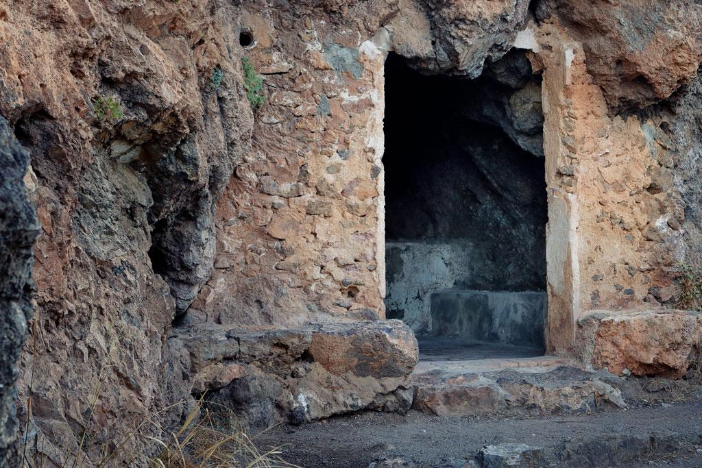Cueva en el parque el Valle