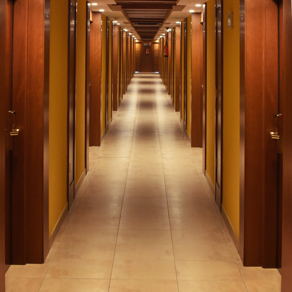 Pexels pasillo hotel la Alberca