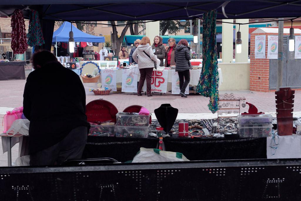 Cáritas en el mercadillo en la plaza del Charco